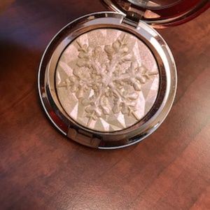 MAC 'Show Gold' Holiday Highlighter!
